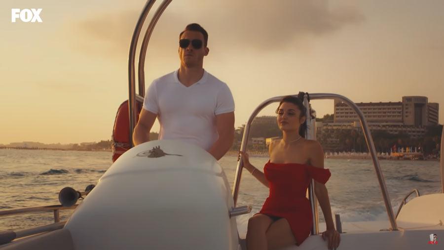 eda et serkan sur le bateau dans l'episode 5